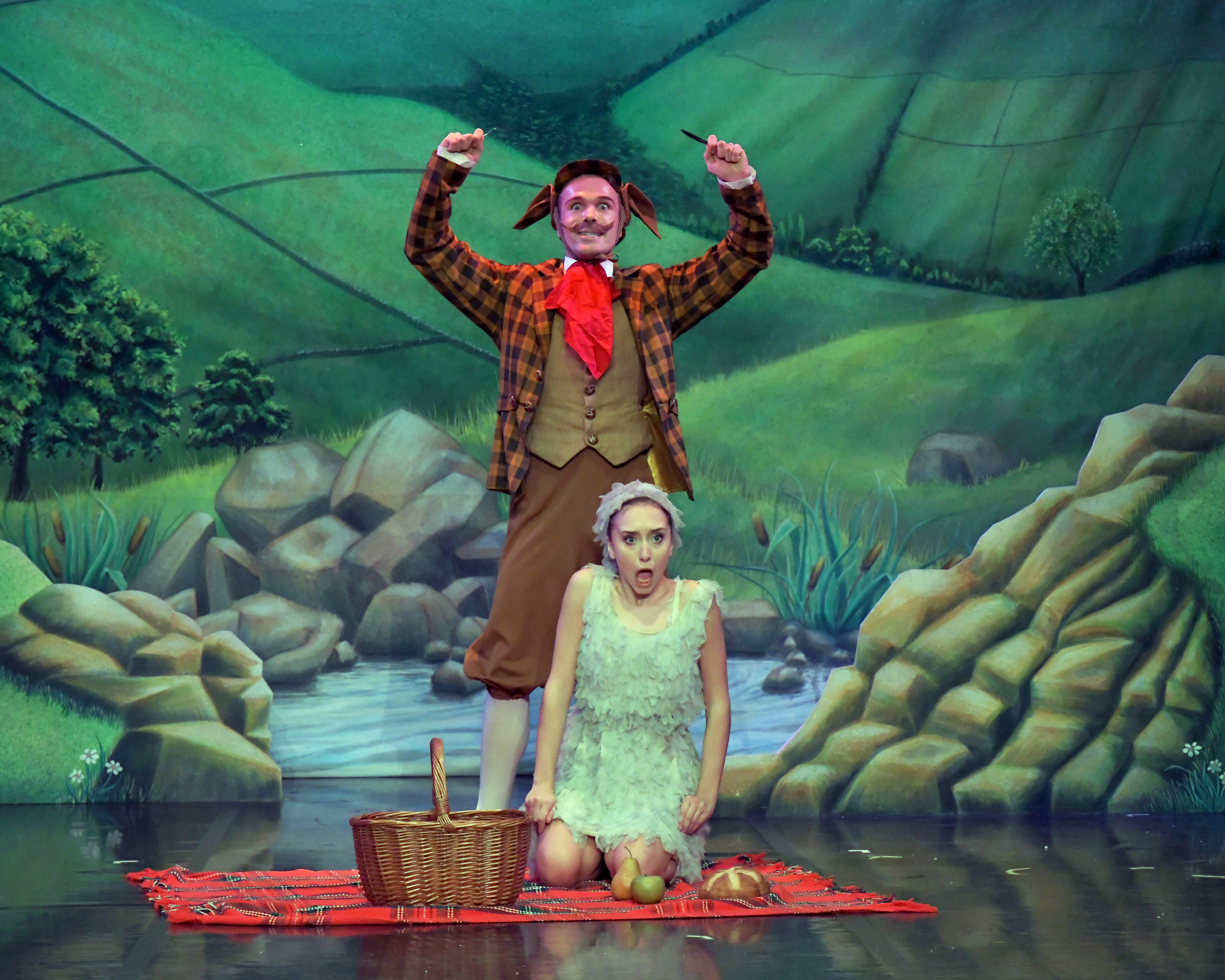 14 Archie James and Carlotta Pini in Ugly Duckling