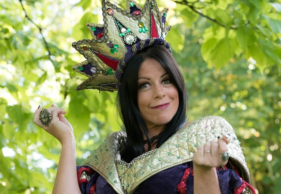 Snow White And The Seven Dwarfs: Lizzie Frances is the Wicked Queen!